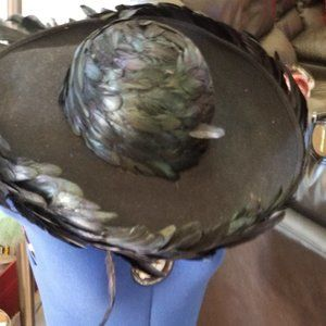 🌹VINTAGE ELEGANT ALBRIZIO FEATHER CHAPEAU